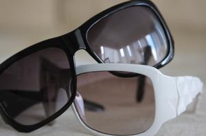 HandMsunglasses